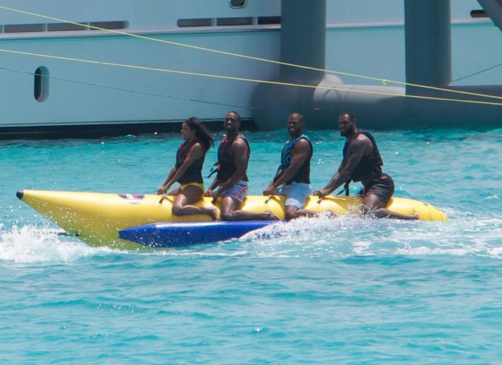 banana boat from splash news